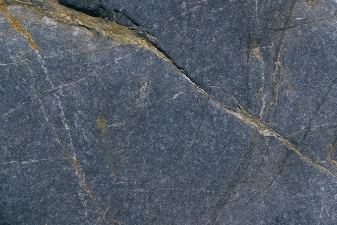 切れ目の入った岩のテクスチャ