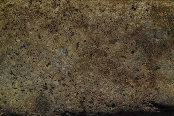 無数の穴がある茶色い岩のテクスチャ