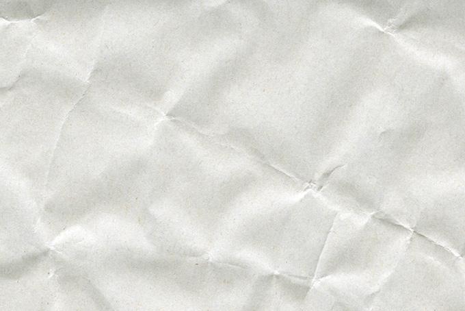 折目の硬いシワと凸凹がある紙