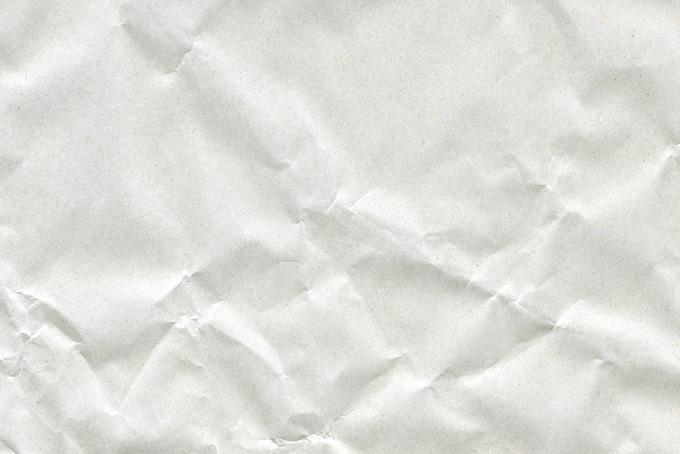 シワと凸凹のある白い紙