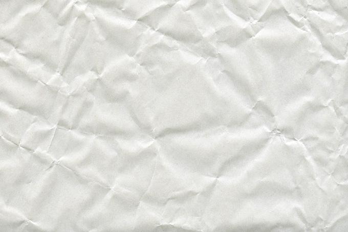 大きな皺のある厚手の紙