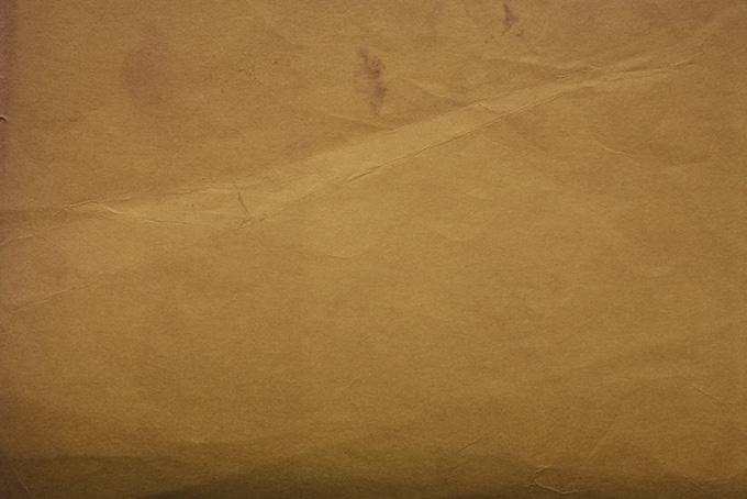 茶色くなったレトロな紙
