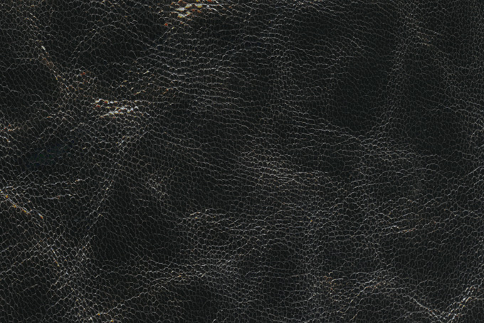 シワが寄った黒い革素材