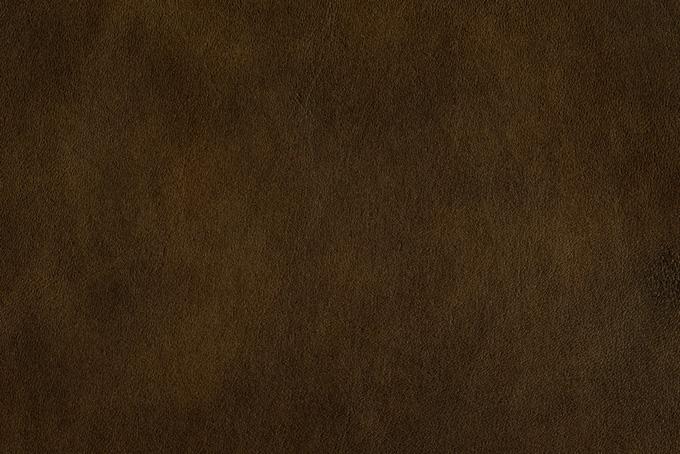 黒みがかった茶色のレザー