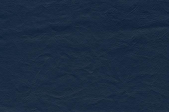 濃紺に染めた牛革素材