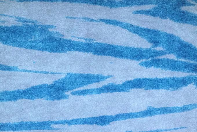 空の様な青と白の和紙