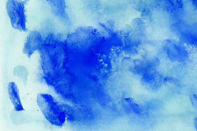 紺色の絵具が水に滲む紙