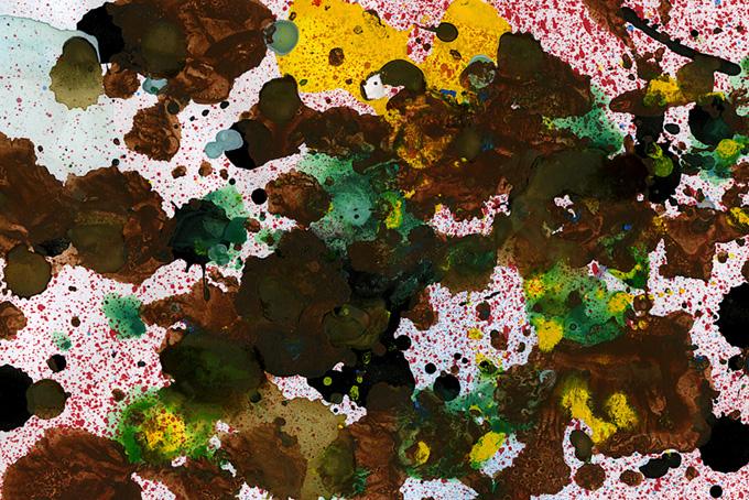 絵具の飛び散る紙の表面