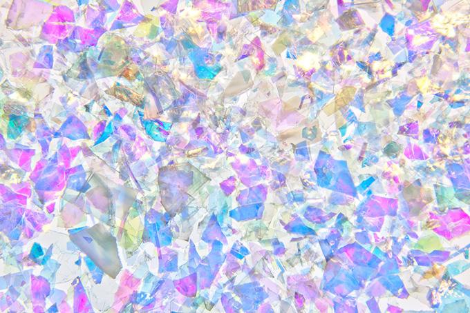 透き通るカラフルな色彩