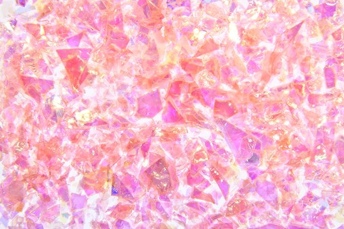花ビラのようなピンクの破片