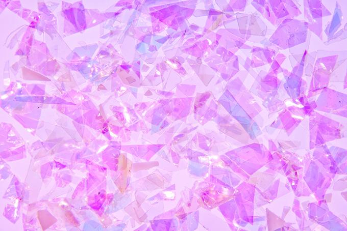 紫色のキラキラと光るフィルム