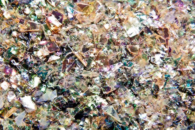 色々な色彩を反射するキラキラ素材