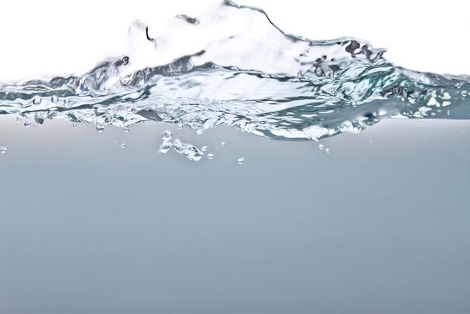 水しぶきと水中