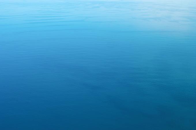 波立つ水面(水 写真の背景フリー画像)