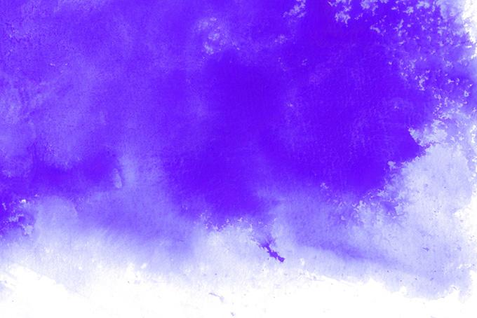 掠れるように滲む紫の水彩絵具の素材(水彩の画像)