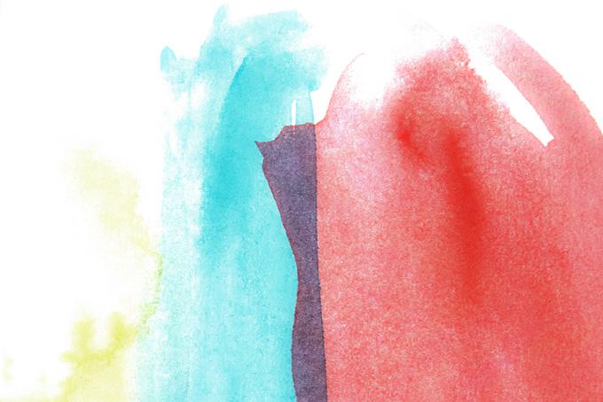 黄青赤の薄く塗られたカラフルな水彩絵具(水彩 カラフルのフリー画像)