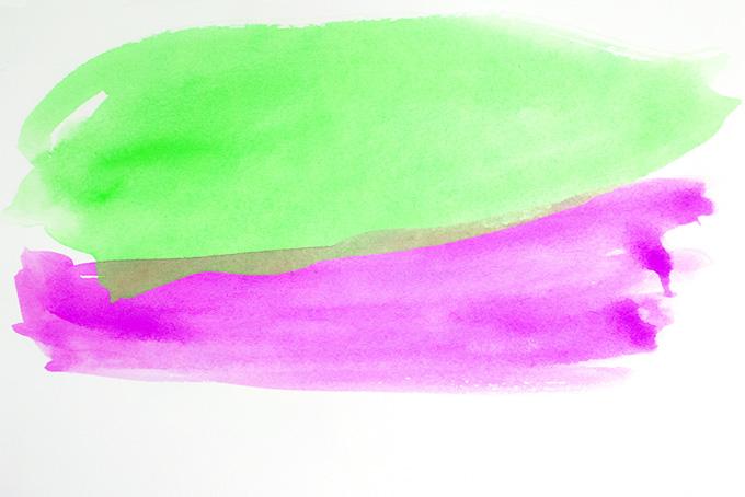 紫色と黄緑色の重なる水彩薄塗り