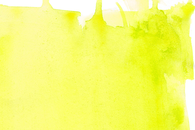 薄く塗ったイエローの水彩絵具の画像