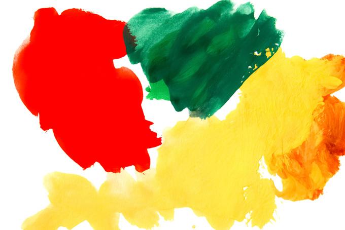 白背景とカラフルな赤緑黄の水彩絵の具画像