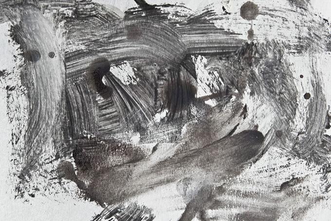 白と黒の絵具が混ざりあうシンプル背景(色 テクスチャのフリー画像)