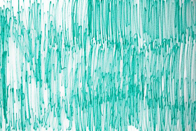 ブルー・シエルのマーカーラインと白背景
