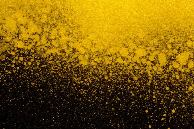 ゴールドの飛沫と黒の背景