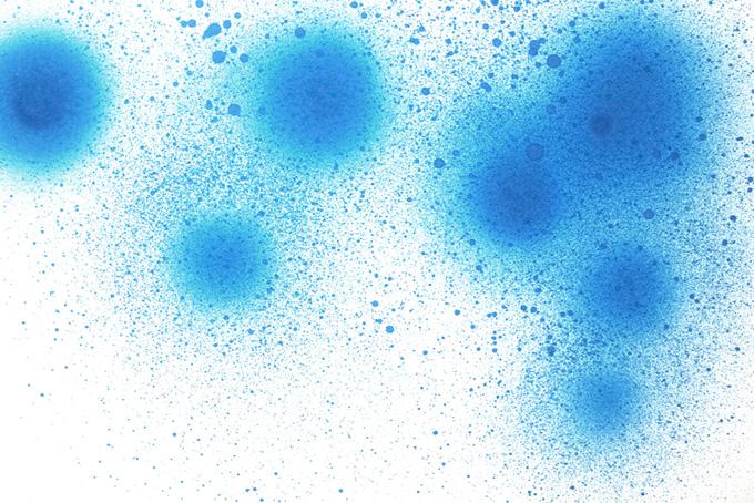 青い塗料の丸いスプレー模様背景