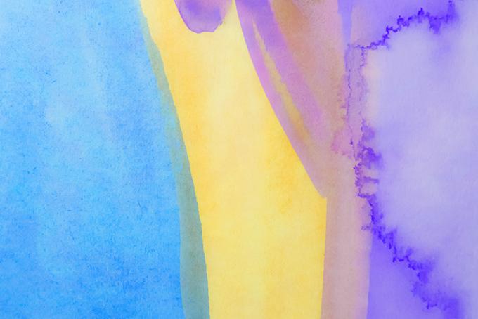 青黄紫の絵具を薄く塗ったカラフルな背景