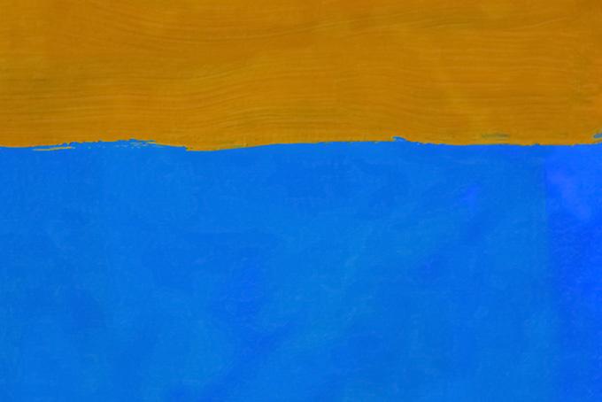 青と茶色の絵具を塗った背景