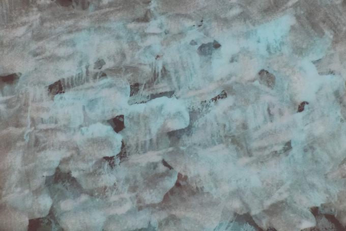 黒地に薄い上塗りの白絵具