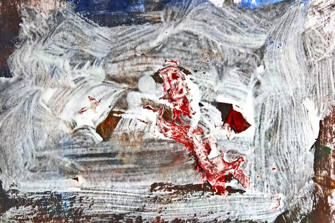 濁った絵具と白い筆のストローク