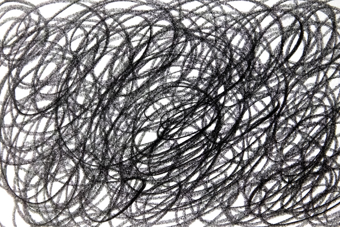 無数の弧を描く鉛筆のラインの白黒背景(水彩 白黒のフリー画像)
