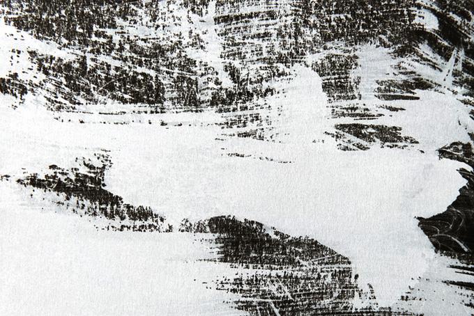 かすれた白いペイントのモノクロ水彩背景(水彩 白黒のフリー画像)