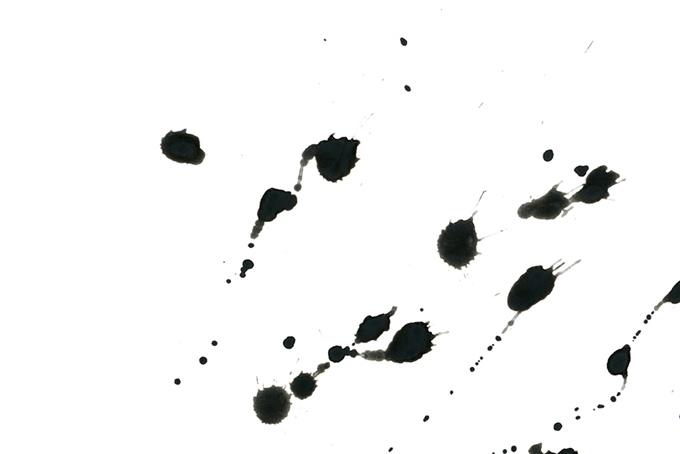黒い墨汁の飛び散りと白背景(水彩 墨のフリー画像)
