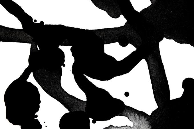 白背景に墨の流れる水彩模様(水彩 墨のフリー画像)