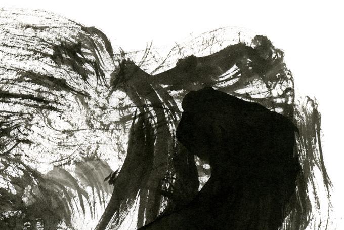 白い紙と墨汁の筆触のモノクロ背景