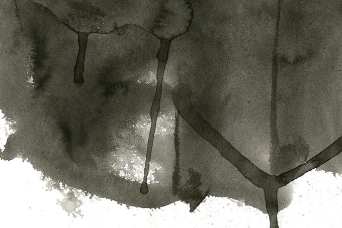 垂れ落ちる薄墨のテクスチャ画像(水彩 モノクロのフリー画像)