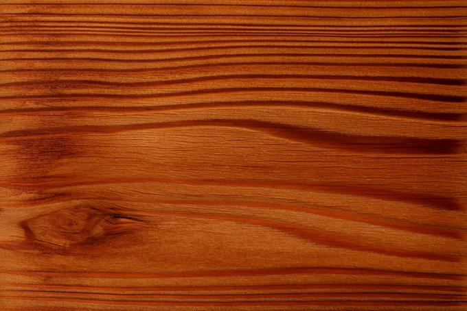 杢目と柾目の対比が美しい杉板