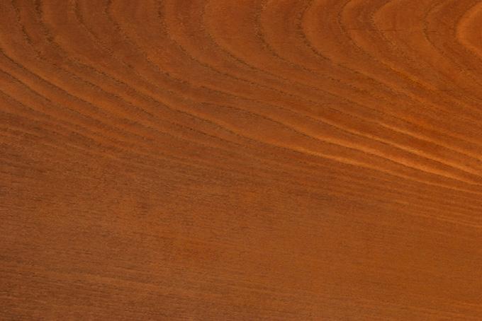 年輪のある木目の茶色い木