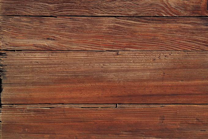 横に貼られた木板
