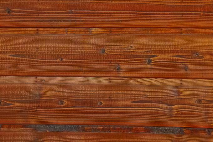 赤茶色の杉の板